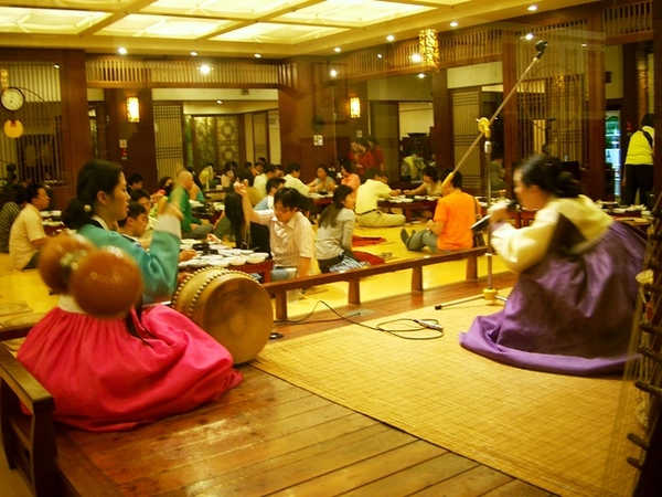 韓國定食餐廳表演