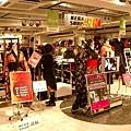日本都二月畢業嗎?卒業禮服販售中