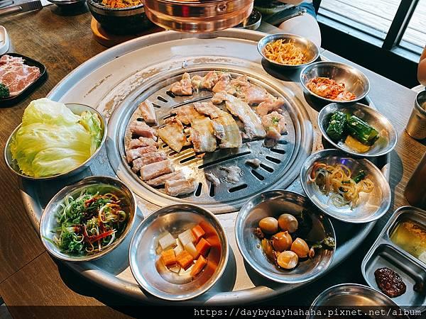 【台中食記】(西屯區)笨豬跳韓式燒肉(台中店) - 份量超多而且專業代烤服務超棒