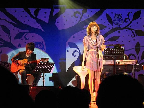 Olivia_Ong_mini_concert_hk.jpg