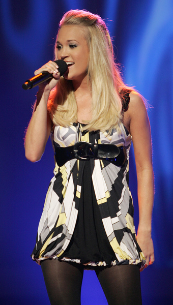 carrie_undrewood_live_onstage_on_american_idol6.jpg