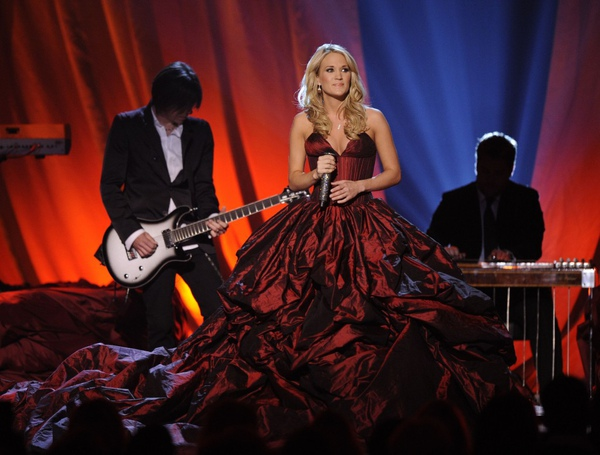 carrie-underwood-lava-dress-1024x777.jpg