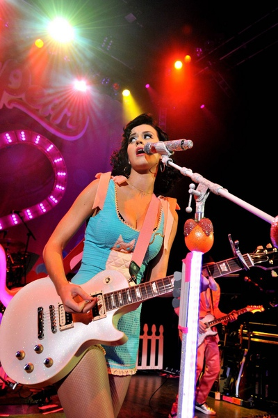 0610_katy-perry-live-in-london-005.jpg