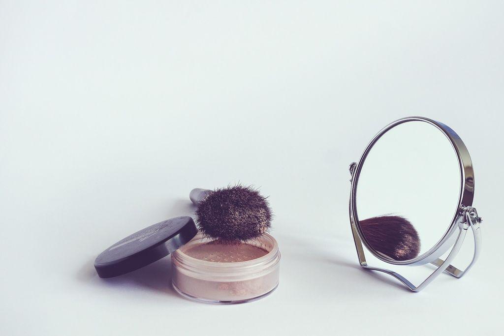 cosmetics-1543271_1920.jpg