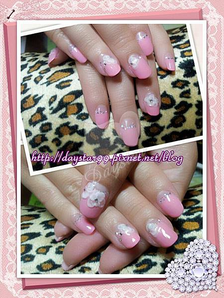 粉色法式《光療指甲》