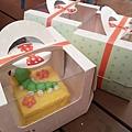 興麥蛋捲烘焙王國觀光工廠DIY翻糖蛋糕是可愛的毛毛蟲.jpg