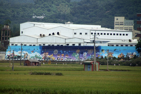 花壇彩繪牆.JPG