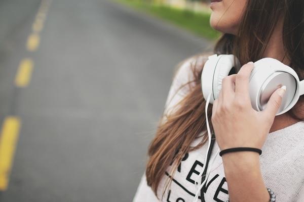 少用耳機保護耳朵 劣質耳機戴不得.JPG
