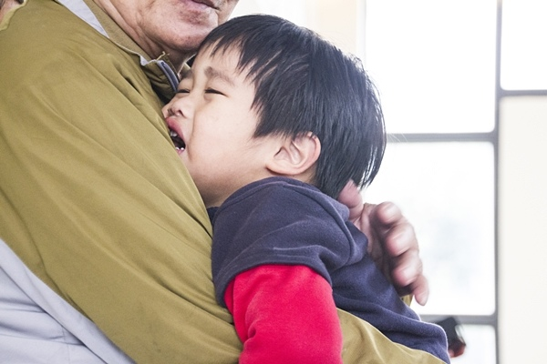 堅定且冷靜的安撫,讓無理取鬧的孩子安靜下來!.jpg