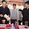 彰化植樹節活動-八卦山咖啡和蜂蜜供民眾品嚐2.JPG