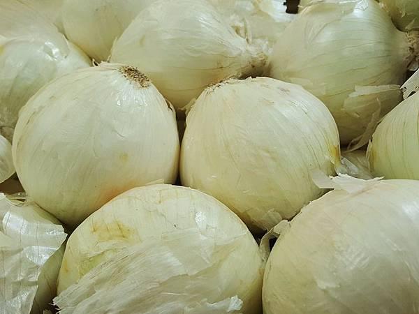 白洋蔥細緻味甜,適合烘烤或慢火燉煮.jpg