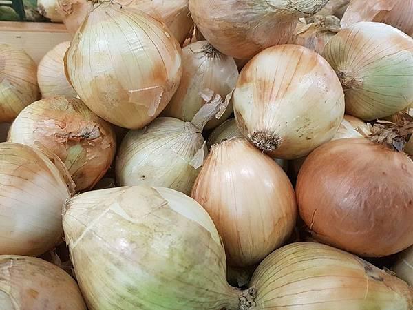 黃洋蔥水分多、辛味重,適合烘烤、油炸,熬湯.jpg