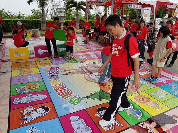 428兒童保護日 家扶籲用愛包圍受虐兒5.jpg