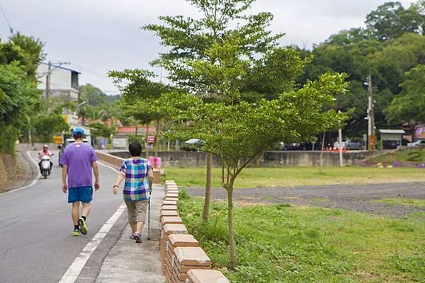 花壇好好玩,花壇鄉三級古蹟虎山巖(虎山岩)是健行、散步好去處.jpg