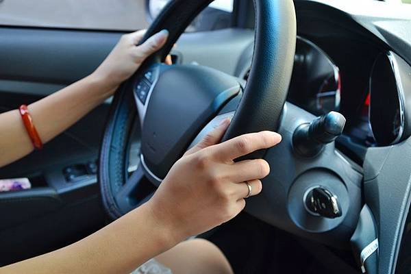駕駛習慣這十招 幫你省油省錢.jpg