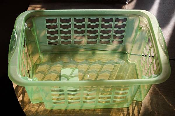 洗衣籃選用「大洞孔」幫助透氣.jpg