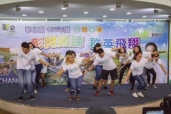 彰化暑期英語營 華裔青年志工下鄉教英文3.jpg