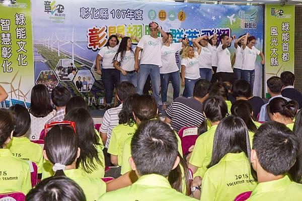 彰化暑期英語營 華裔青年志工下鄉教英文2.jpg