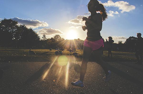 選對時間跑步運動 燃燒脂肪事半功倍.png