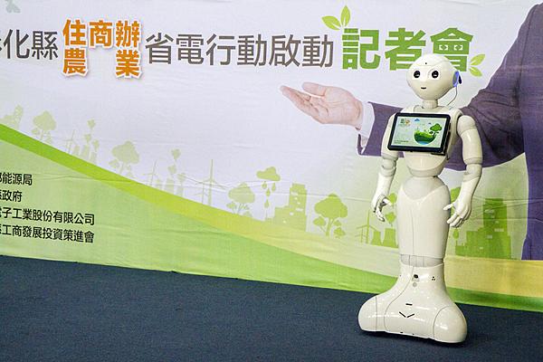 機器人(pepper)與消費者互動說明彰化住商辦省電行動1.png