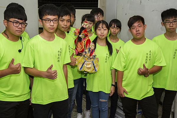 鹿港國中布袋戲團 偶戲大使赴日本表演1.png