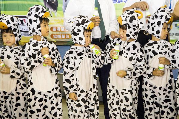 彰化乳牛節 來福興穀倉有喝又有玩2.png