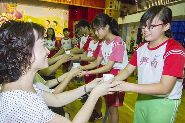 彰化郵局慶祝教師節 南興國小學童書信傳情及奉茶謝師3.png