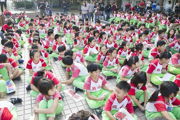 彰化南興國小66周年校慶暨國際教育中心落成 27位外籍生齊歡慶10.png