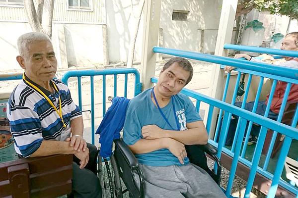 江先生(右)及父親(左)感謝切膚之愛基金會的照顧,讓他們有外出放鬆的機會.png