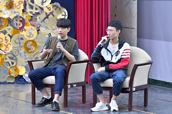 LMS職業聯賽電競主播Rex雷克獅(左)、賽評電競燒蛋Egg(右)與學生分享電競產業現況.png