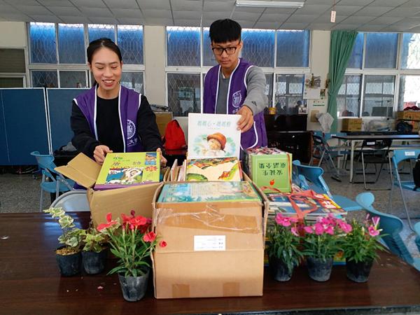 學生捐贈圖書給原住民部落,培養兒童閱讀習慣.png