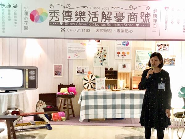 黃靖雅副院長教導現場民眾紓壓呼吸法.png