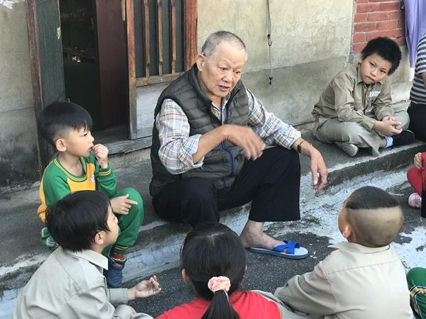 社頭鄉朝興國小有愛教育 造訪社區獨居老人愛心送暖5.png