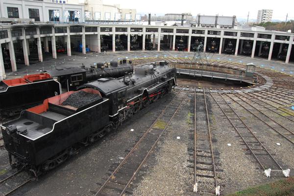 位於京都鐵道博物館內的亞洲唯二的扇形車庫景觀.png