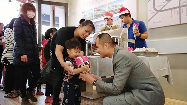 維瓦第建設請吃炸雞做公益 隨手樂捐助彰化家扶3.png
