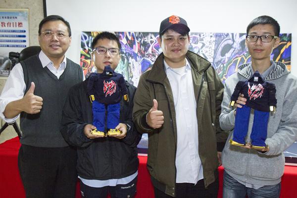 建國科大機器人嘻哈傑 舞進北京城拿獎牌1.png