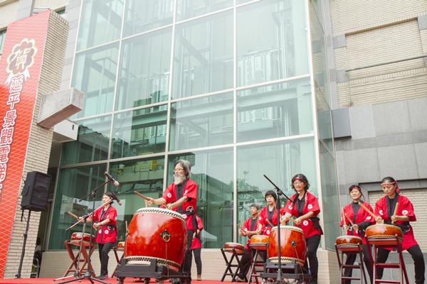 彰化秀傳延平大樓景觀電梯在成功社區表演太鼓熱鬧開場1.png