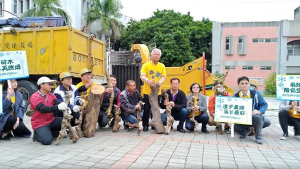溪州鄉公所引進拖曳式碎木機 廢棄木處理環保小幫手2.png