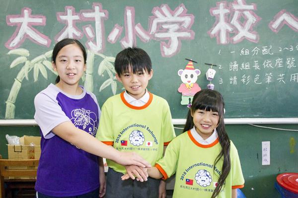 橫須賀小學參訪大村國小 透過國際語言「比手畫腳」開心互動交流1.png