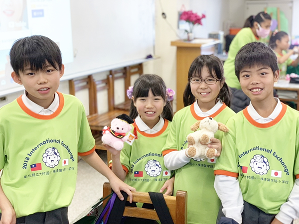 橫須賀小學參訪大村國小 透過國際語言「比手畫腳」開心互動交流2.png