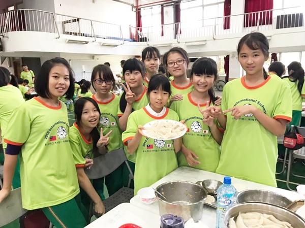 橫須賀小學參訪大村國小 透過國際語言「比手畫腳」開心互動交流3.png