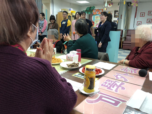 宏仁醫院憶起白首歲末同樂會 呼籲失智症警訊要留意2.png