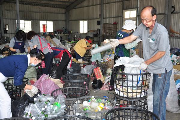 周清華感念慈濟人陪伴關懷 發願做志工回饋社會2.png