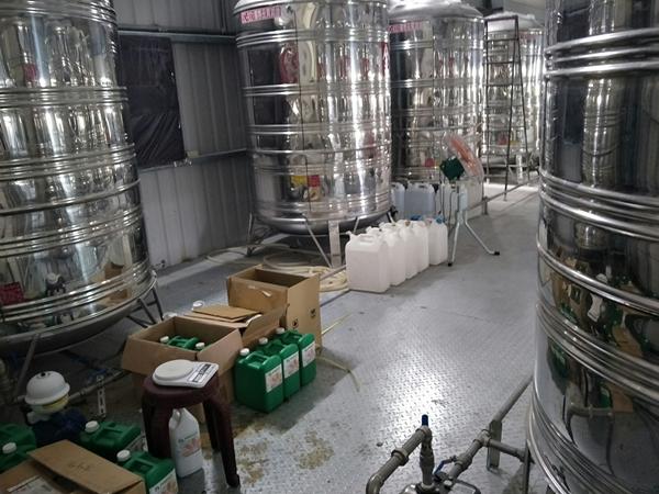 彰化檢警查獲假酒工廠 三萬多瓶流竄市面3.png