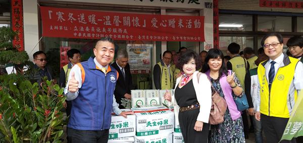 施義芳立委及公會贈米做公益 愛心米讓弱勢家庭及彰化家扶過暖暖年6.png