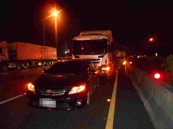 國道施工釀5車追撞車禍 呼籲駕駛要注意車前狀況4.png