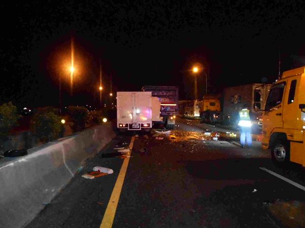 國道施工釀5車追撞車禍 呼籲駕駛要注意車前狀況6.png