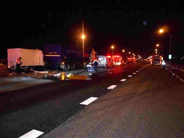國道施工釀5車追撞車禍 呼籲駕駛要注意車前狀況5.png