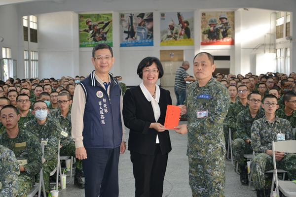 王惠美前往成功嶺探視彰化役男子弟兵1.png
