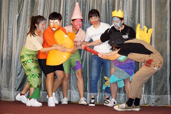 大葉大學觀光系「海底撈」表演,結合世界各地的海洋卡通人物和魚類.png